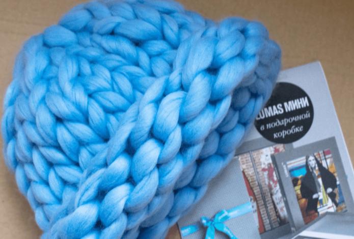 Голубая шапка из шерсти мериноса