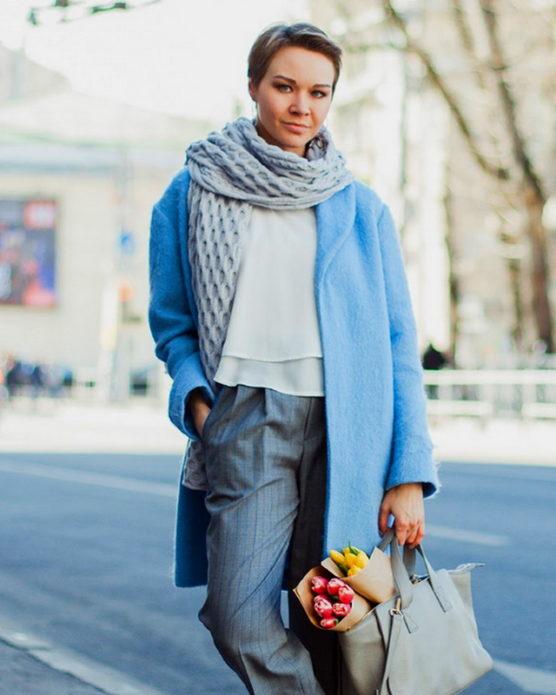 Образ с длинным вязаным шарфом