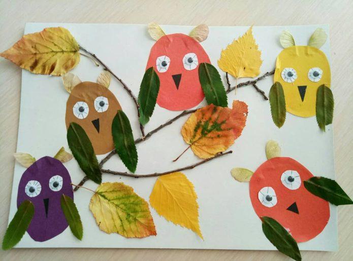 Идея аппликации из осенних листьев и бумаги