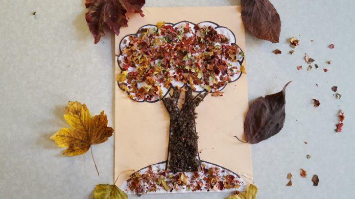 Простая аппликация для детей из осенних листьев