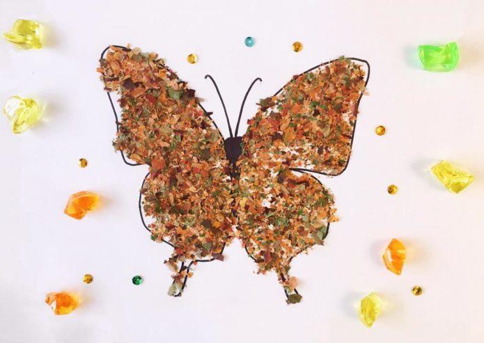 Аппликация с бабочкой из осенних листьев