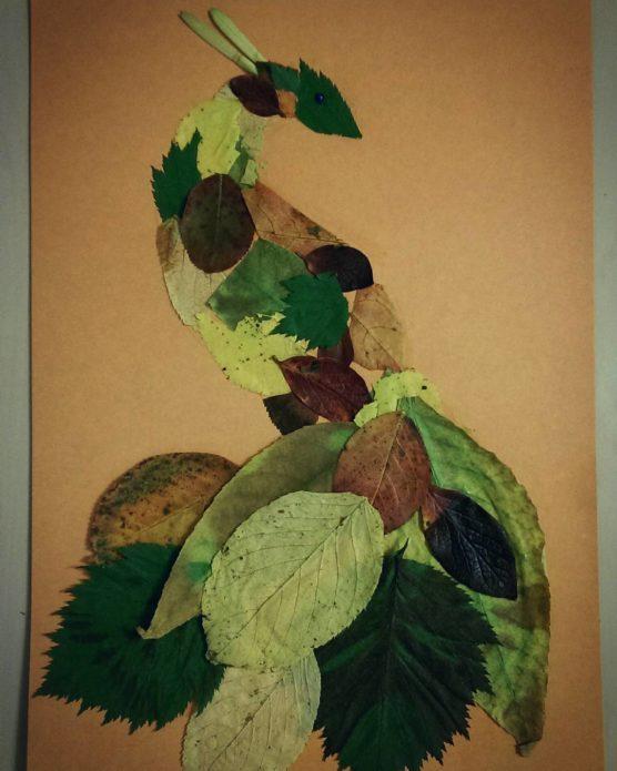 Простая аппликация с птицей из осенних листьев