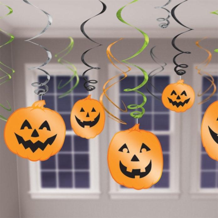 Украшение из бумаги и серпантина на Хэллоуин