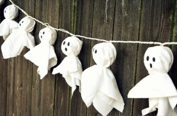 Гирлянда из кукольных привидений на Хэллоуин