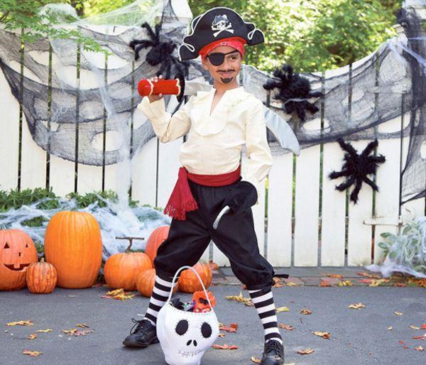 Мальчик в комтюме пирата