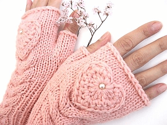 Розовые митенки с бусинами
