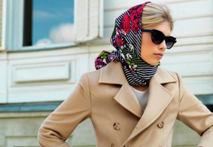 Девушка с платком на голове