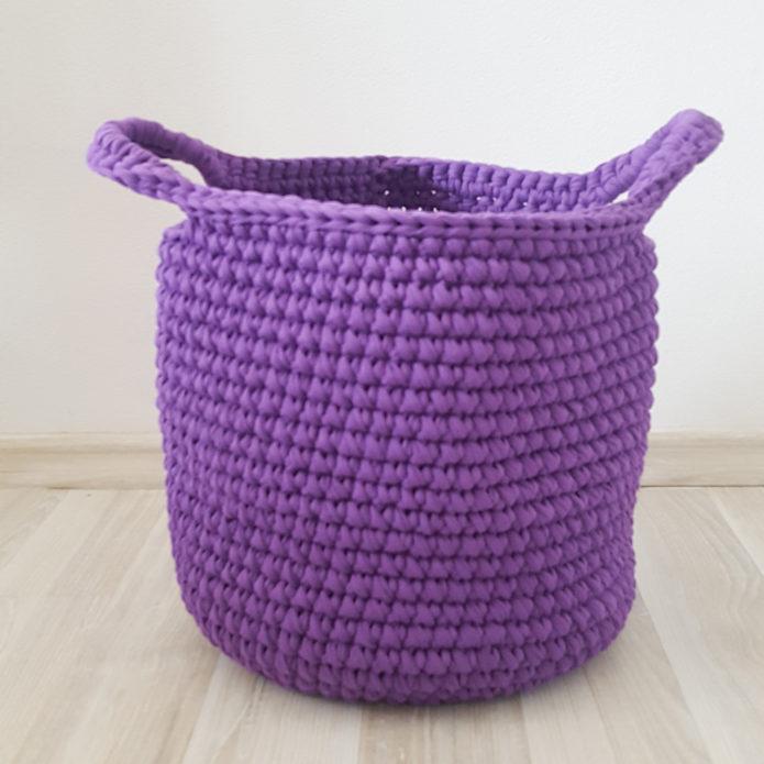 Круглая вязаная корзина для игрушек