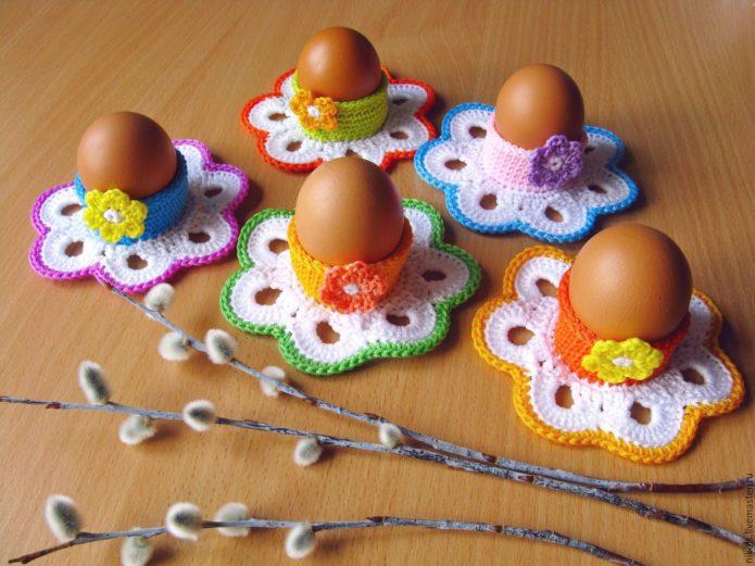 Маленькие вязаные подставки для яиц