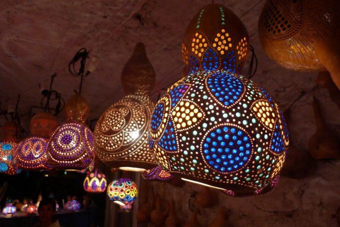 Необычные светильники из тыквы