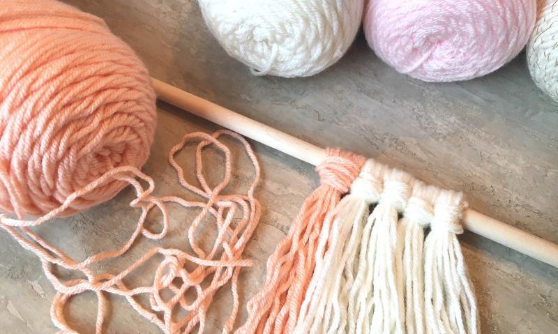 Нитки для вязания и спицы