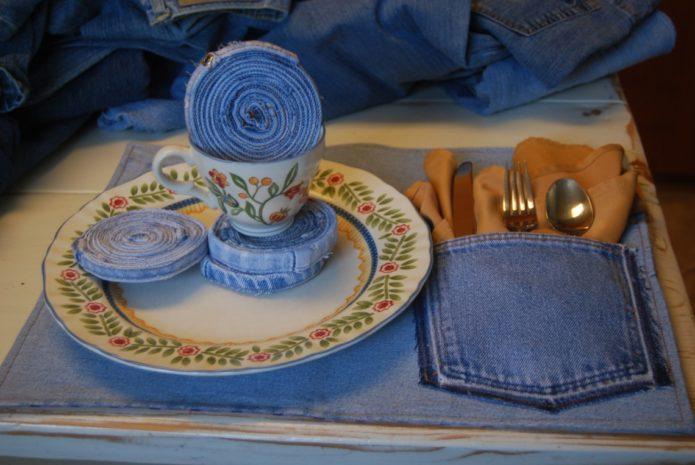 Использование джинсовых салфеток для сервировки стола