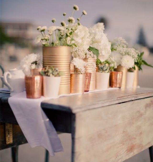 Цветы в жестяных банках