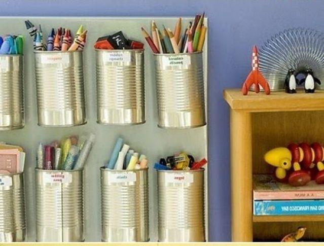 Банки для карандашей и ручек, прикрученные к стене