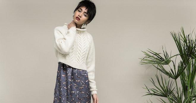 Кроп-свитер белого цвета