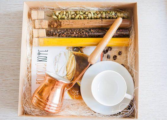 Подарочная коробка с набором для кофе