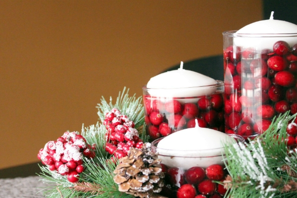 Декор свечей ягодами