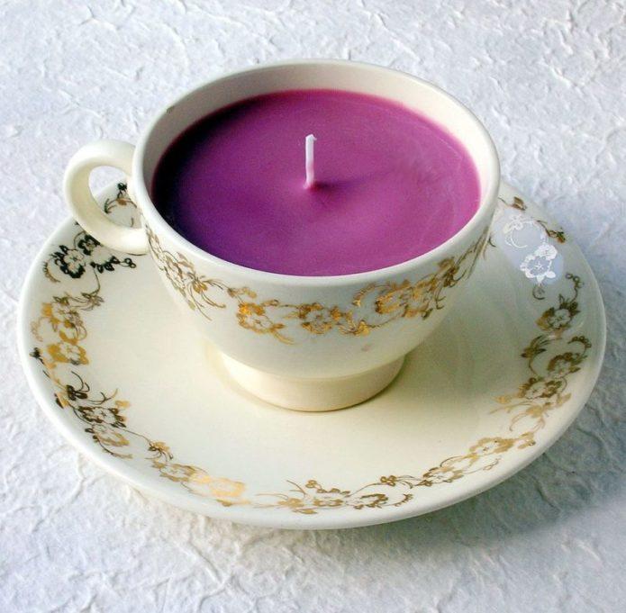 Свеча в чайной чашке