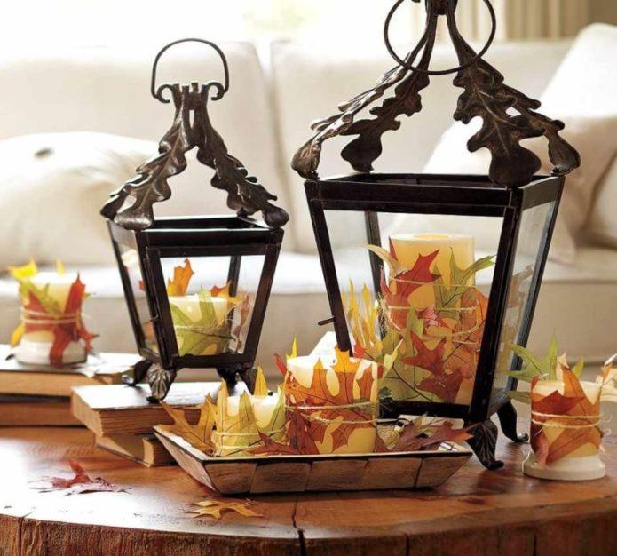 Декор свечей из осенних листьев
