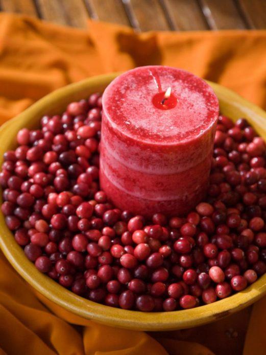 Декор свечи ягодами