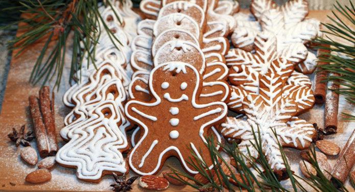 Имбирное печенье в виде человечков с сахарной глазурью