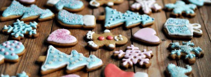 Украшение цветной глазурью имбирного печенья