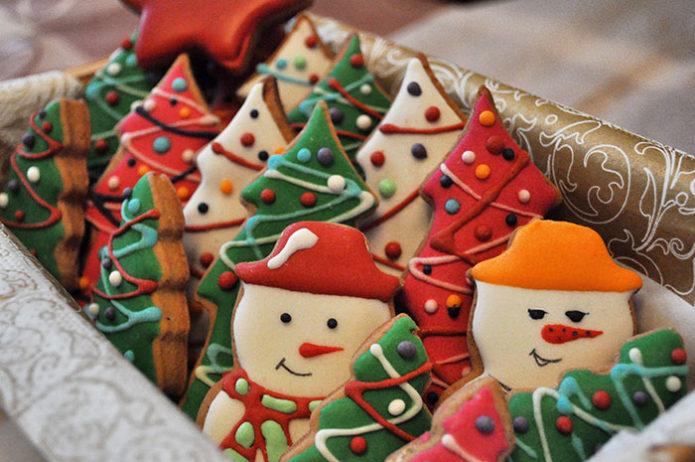 Имбирные снеговики в коробке