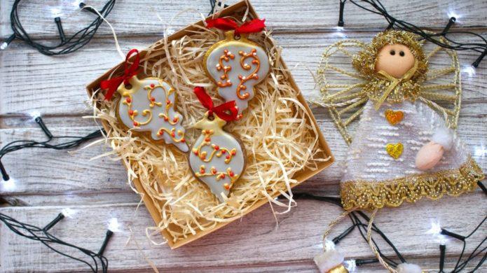 Имбирные печенья в подарочной коробке