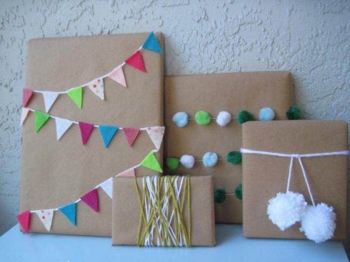 Фетр и помпоны для украшения подарков