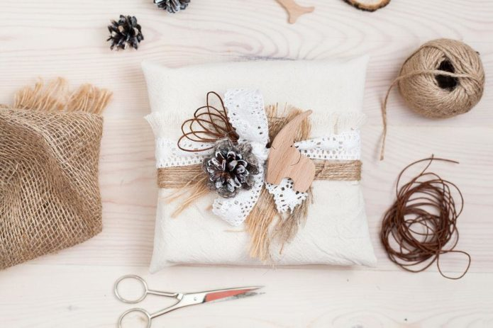 Нестандартное оформление новогоднего подарка своими руками