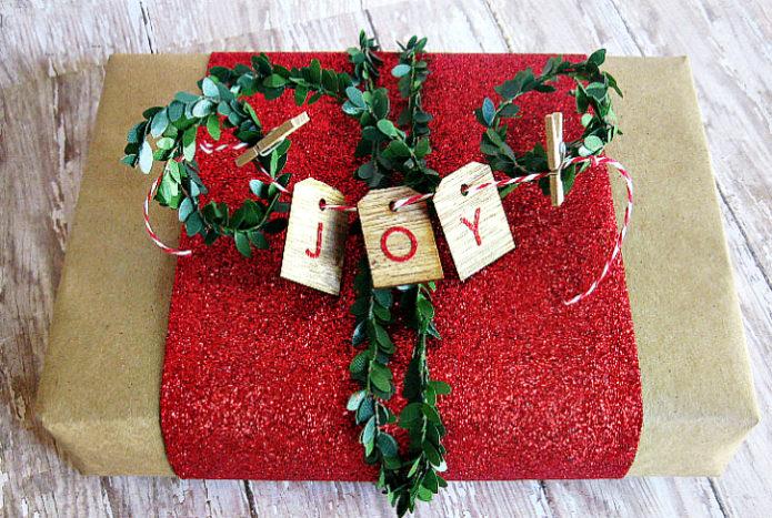 Оформление новогоднего подарка своими руками