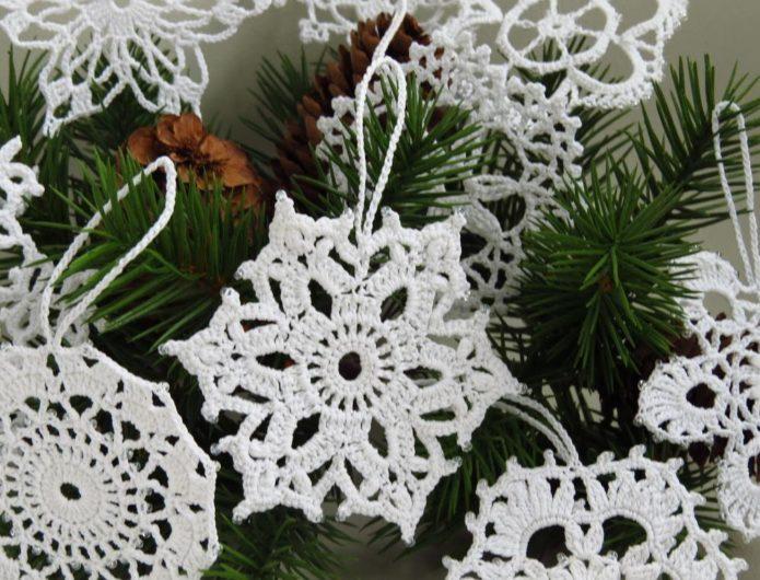 Вязаные снежинки для ёлки
