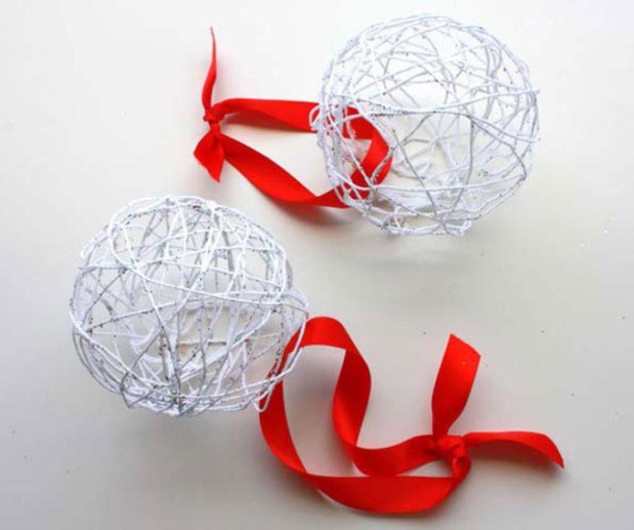 Снежные шары из ниток