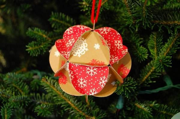 Новогодний шарик из цветного картона для ёлки