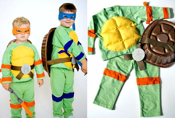 Мальчики в костюмах Черепашек-ниндзя