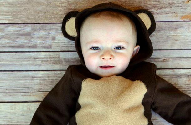 Ребенок в костюме медвежонка