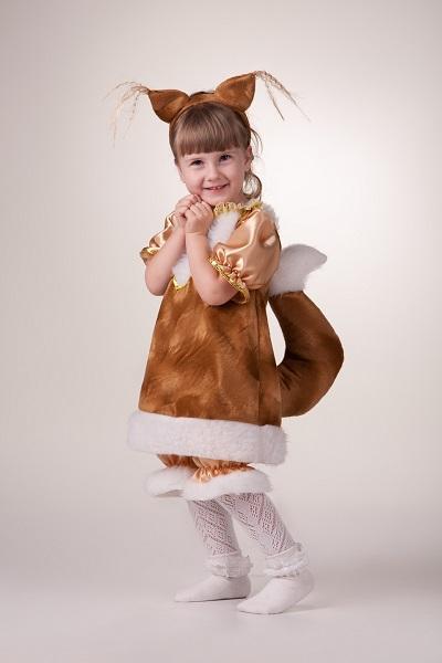 Девочка в костюме белочки