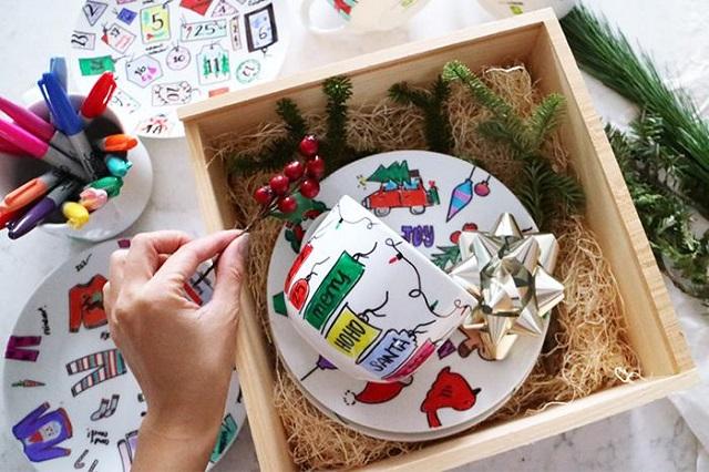 Набор тарелок и кружек в подарок