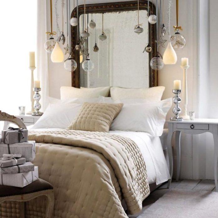 Свечи в зимней спальне