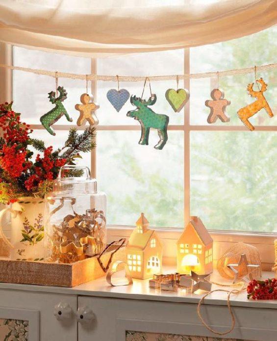 Кухонное окно в новогоднем убранстве