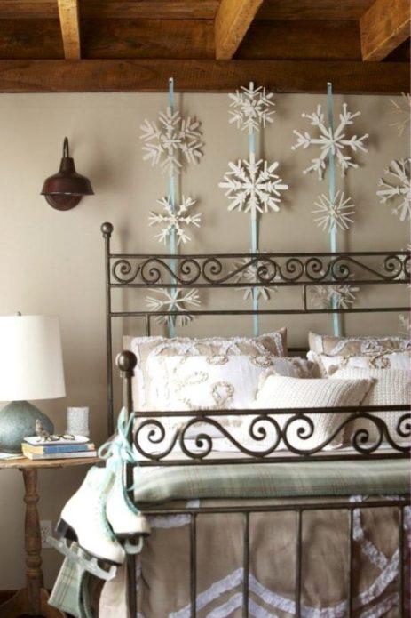Спальня со снежинками