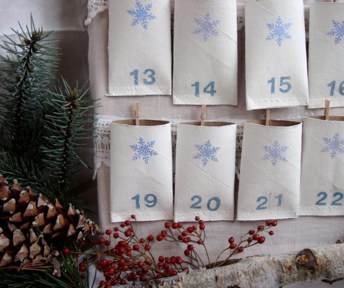 Календарь-сюрприз из подручных материалов