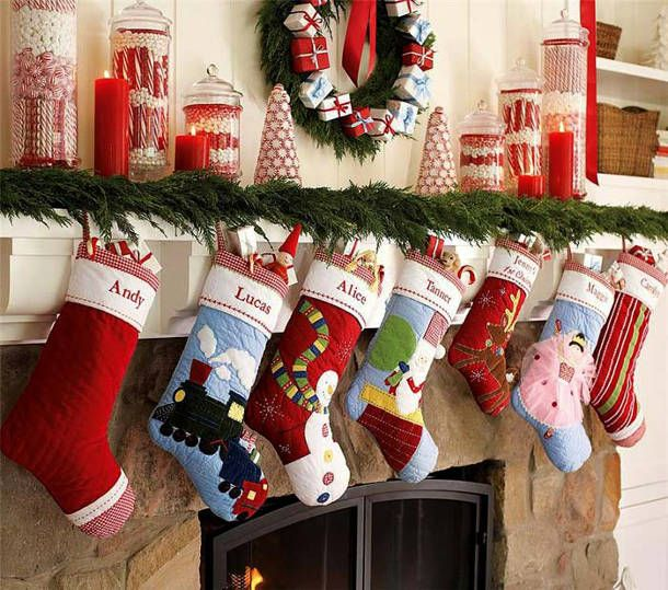 Рождественские носки с новогодними подарками