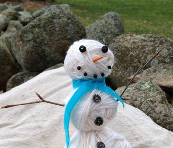 Снеговик из клубочков ниток