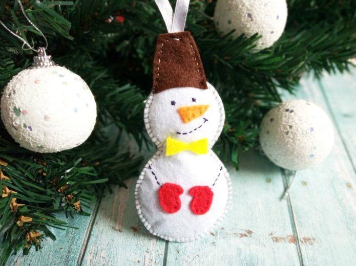Фетровый снеговичок