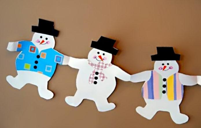 Бумажная гирлянда из снеговиков