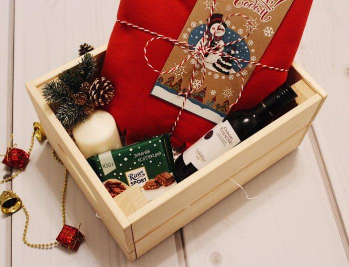 Подарочная коробка на Новый год 2019