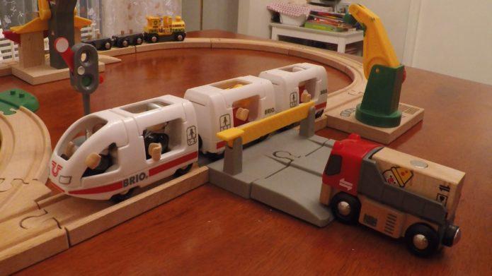 Железная дорога — подарок для мальчика