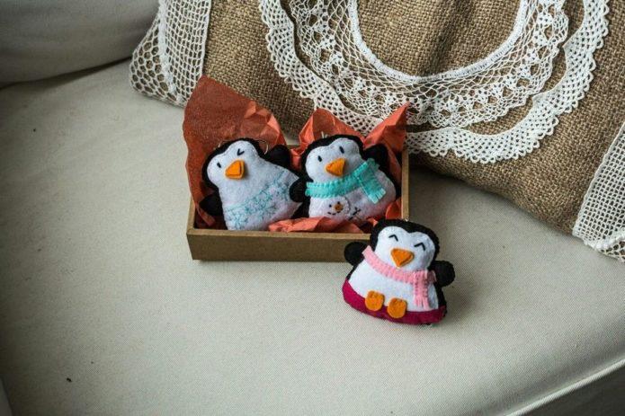 Пингвины из фетра