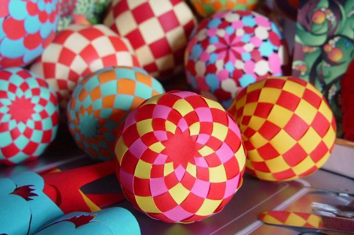 Бумажные шарики